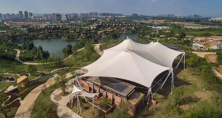Chengdu wanhua Luke island equestrian club, started in February, completed in May